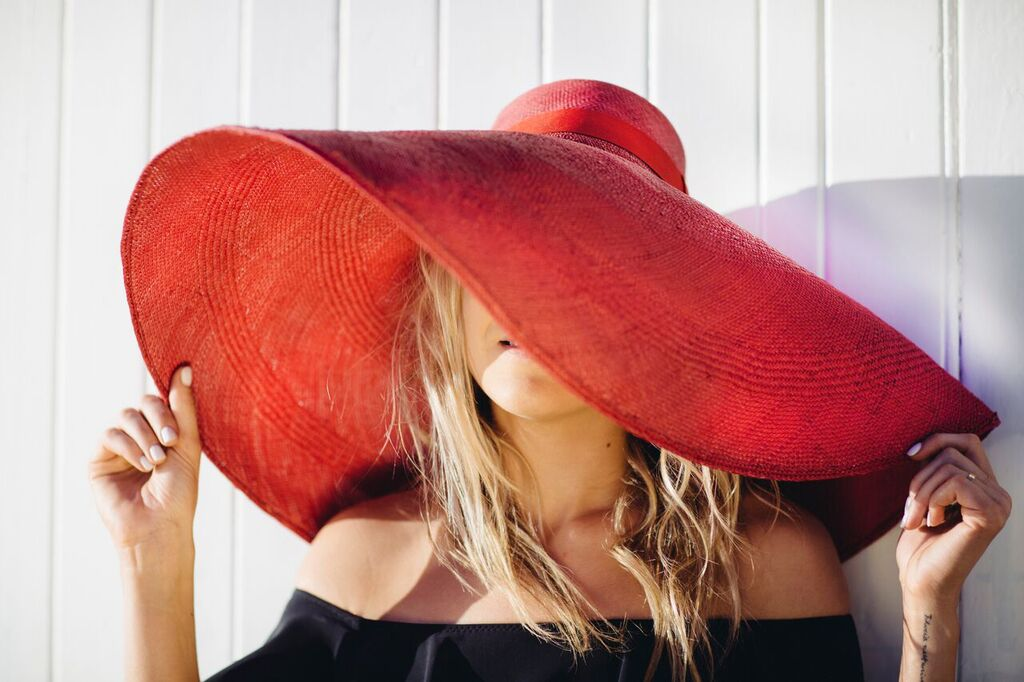 hermioneolivia_hat_red